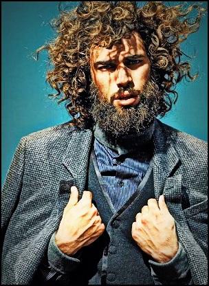 Pourquoi certaines barbes frisent-elles ?