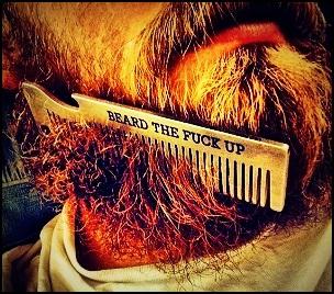 Équipez-vous d'un peigne à barbe