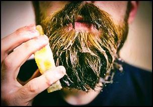 Utilisez un shampoing à barbe naturel
