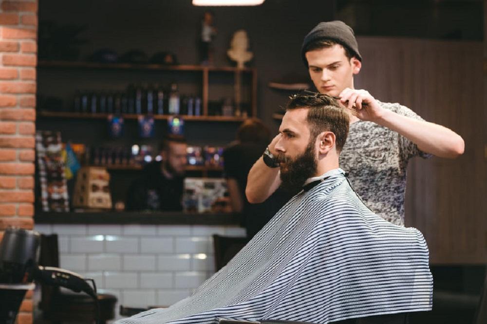 Lisseur à barbe : quels sont les avantages et critères de choix ?