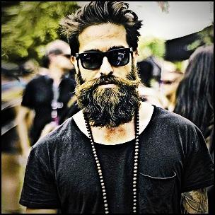 Comment lisser une barbe qui frise ?